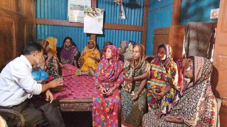 গ্রামের অসহায় নারীদের আলোচলা